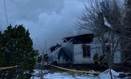 Boningshus brinner i Vargata
